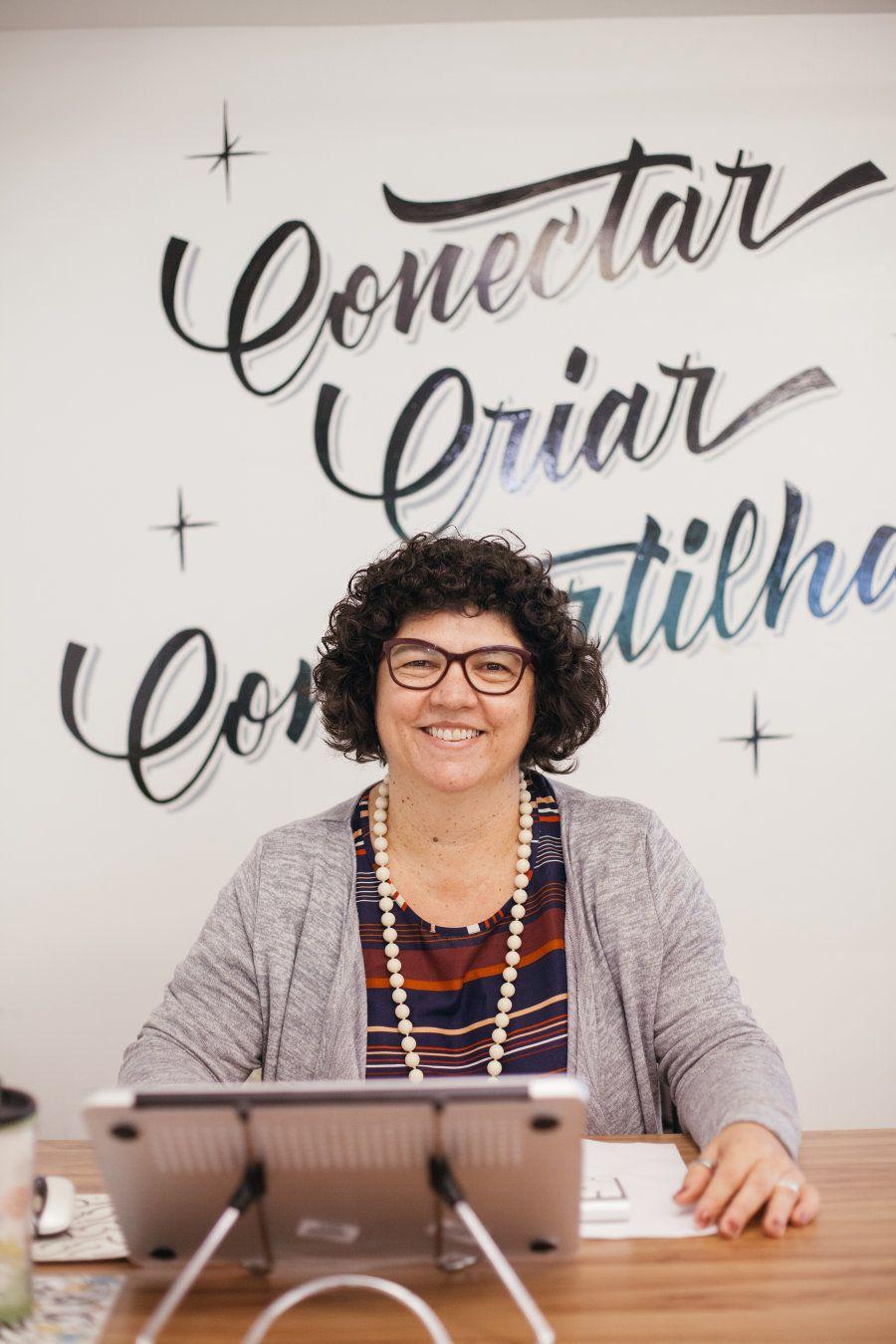 Hoje ela comanda um espaço de co-working em Brasília e se envolve em projetos que criam, conectam e