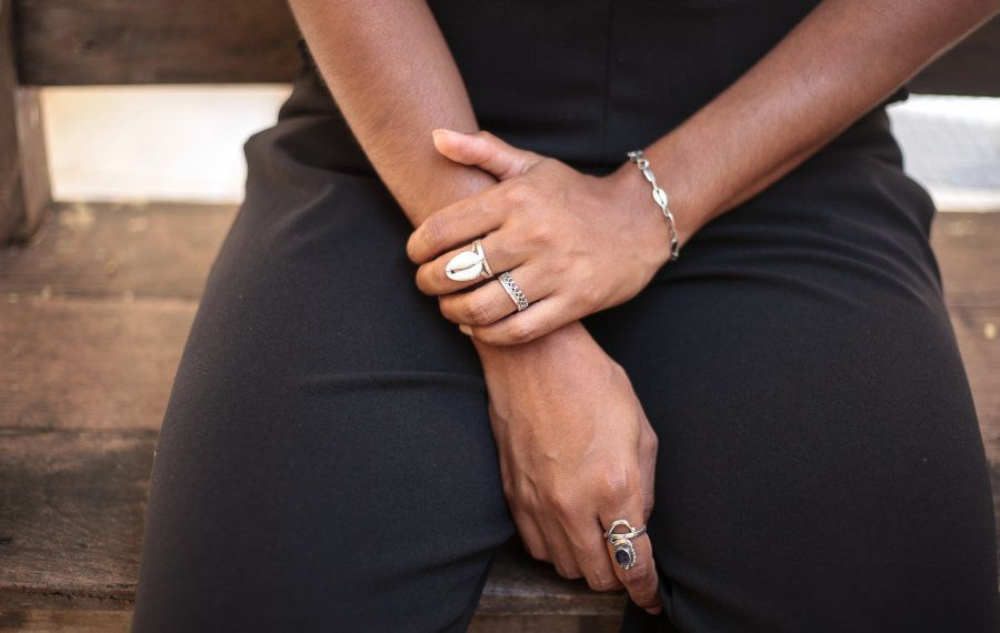 Safira usa as joias feitas por seu pai: