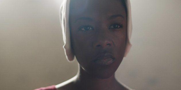 Samira Wiley como Moira, em 'O Conto da