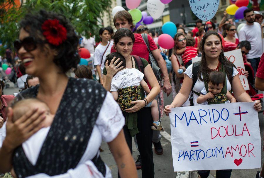 Mulheres fazem protesto à favor do parto humanizado na Avenida Paulista, em São Paulo, em
