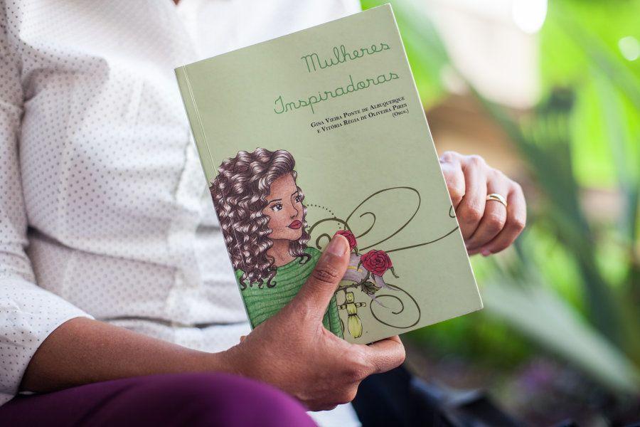 Como os livros fazem parte da sua vida, não há como contar sua história sem