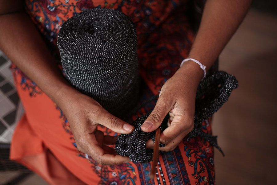 Desempregada, a produtora cultural encontrou no crochê uma maneira de sair do