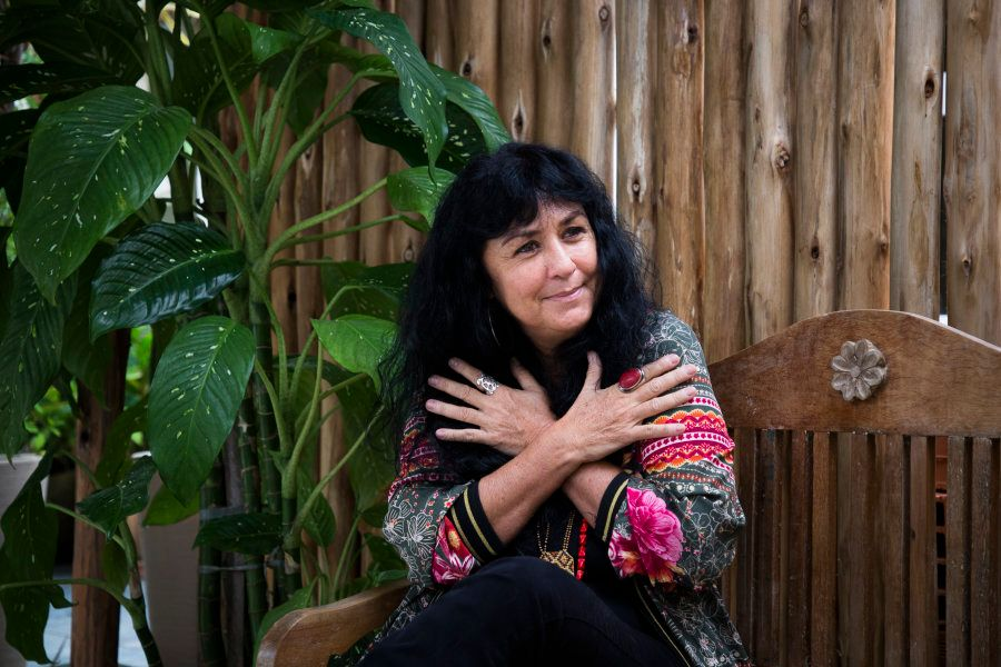 Há cinco anos, Helena precisou se reconectar consigo mesma para um tratamento de câncer de mama