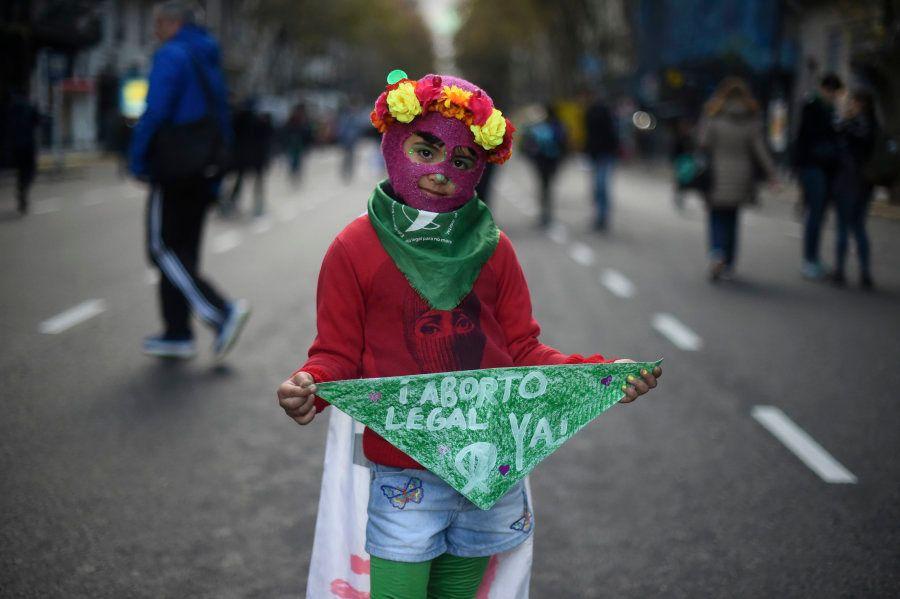 29 imagens do grito de jovens por 'ni una menos' e pelo direito ao aborto na