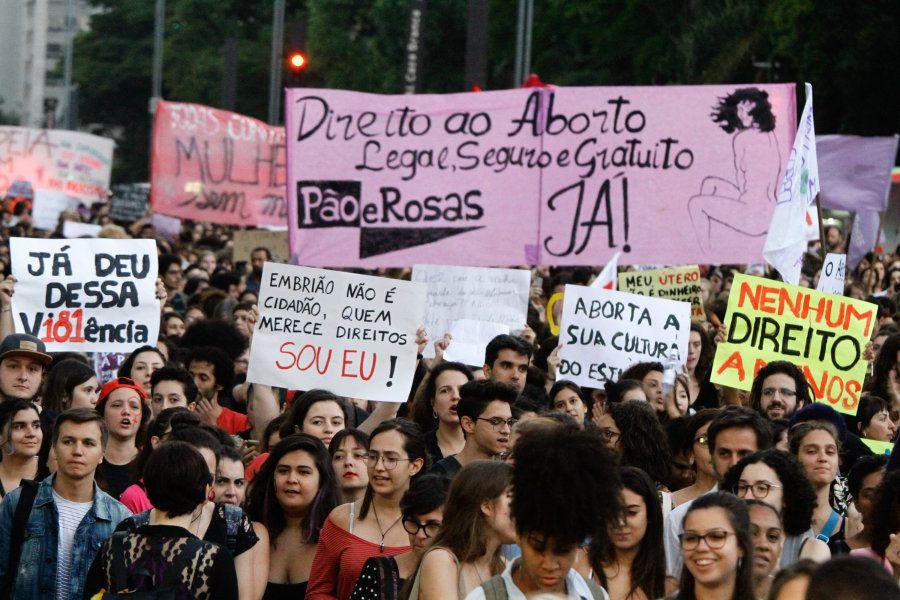 Assim como as argentinas, o coletivo feminista Pão e Rosas pede