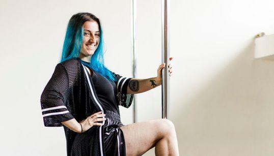 Bianca Brochier: Quando a prática do pole dance leva ao encontro da beleza