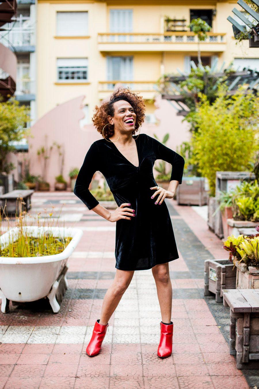 Valéria lança mão de suas redes sociais, seus shows, suas entrevistas: