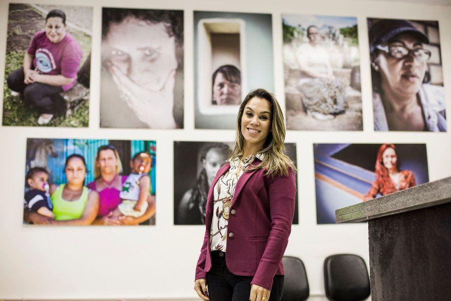 Tatiana começou a trabalhar aos 15 anos, fez faculdade de direito, prestou concurso e hoje luta pela...