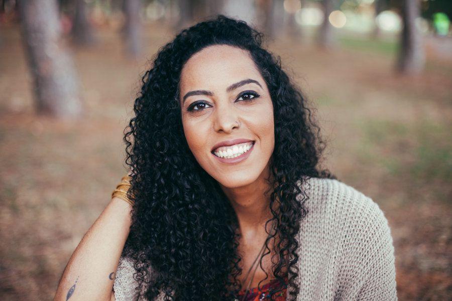 Cris Marques: A blogueira nômade que vive do sonho de viajar e unir as