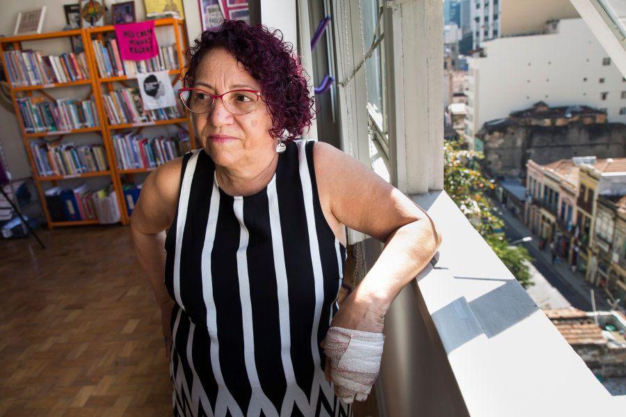 Com 61 anos, ela criou há 21 anos a Casa da Mulher Trabalhadora, ou Camtra, no Rio de