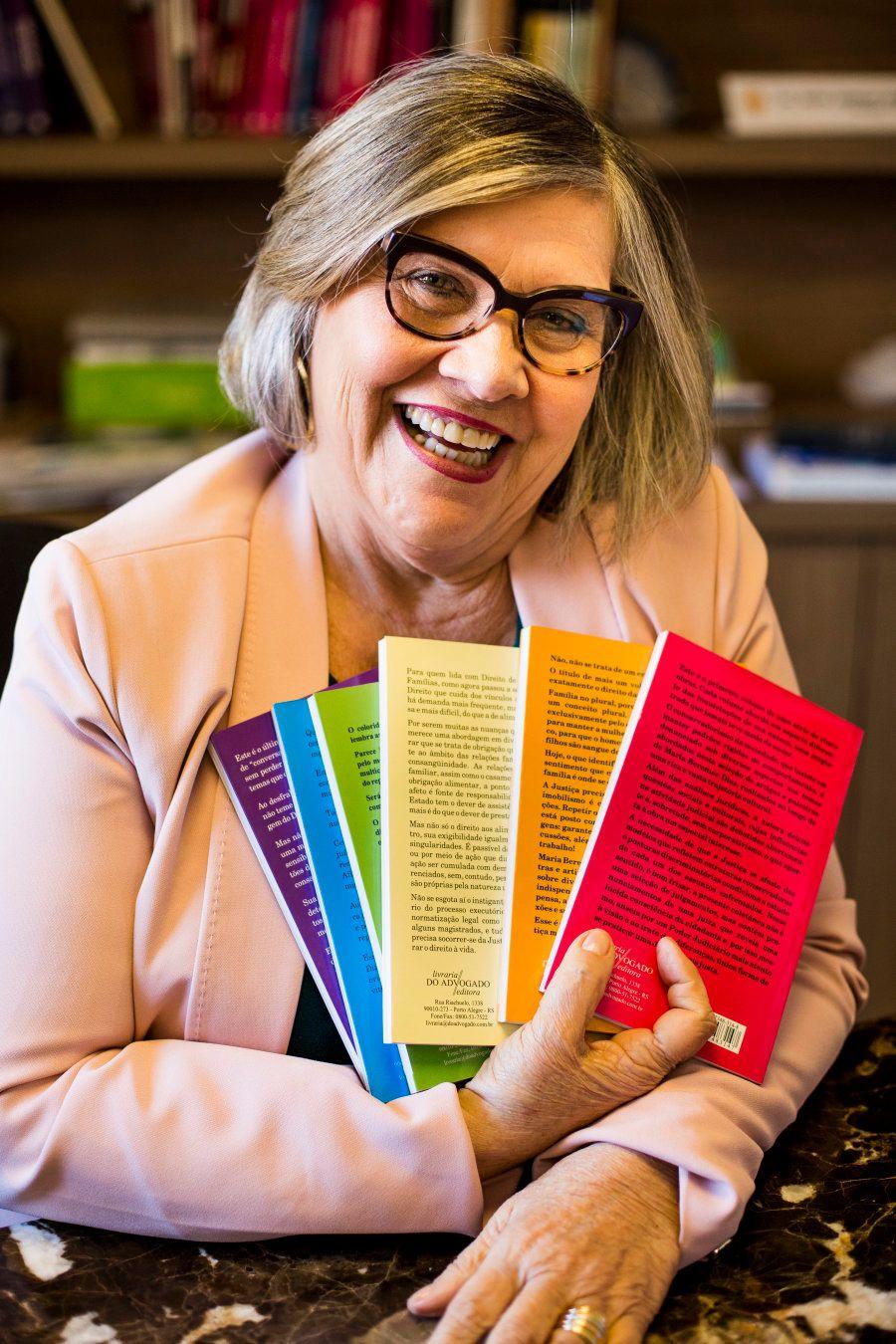 Ela batalhou para ser a primeira mulher juíza do Rio Grande do Sul e hoje é referência nos direitos de...