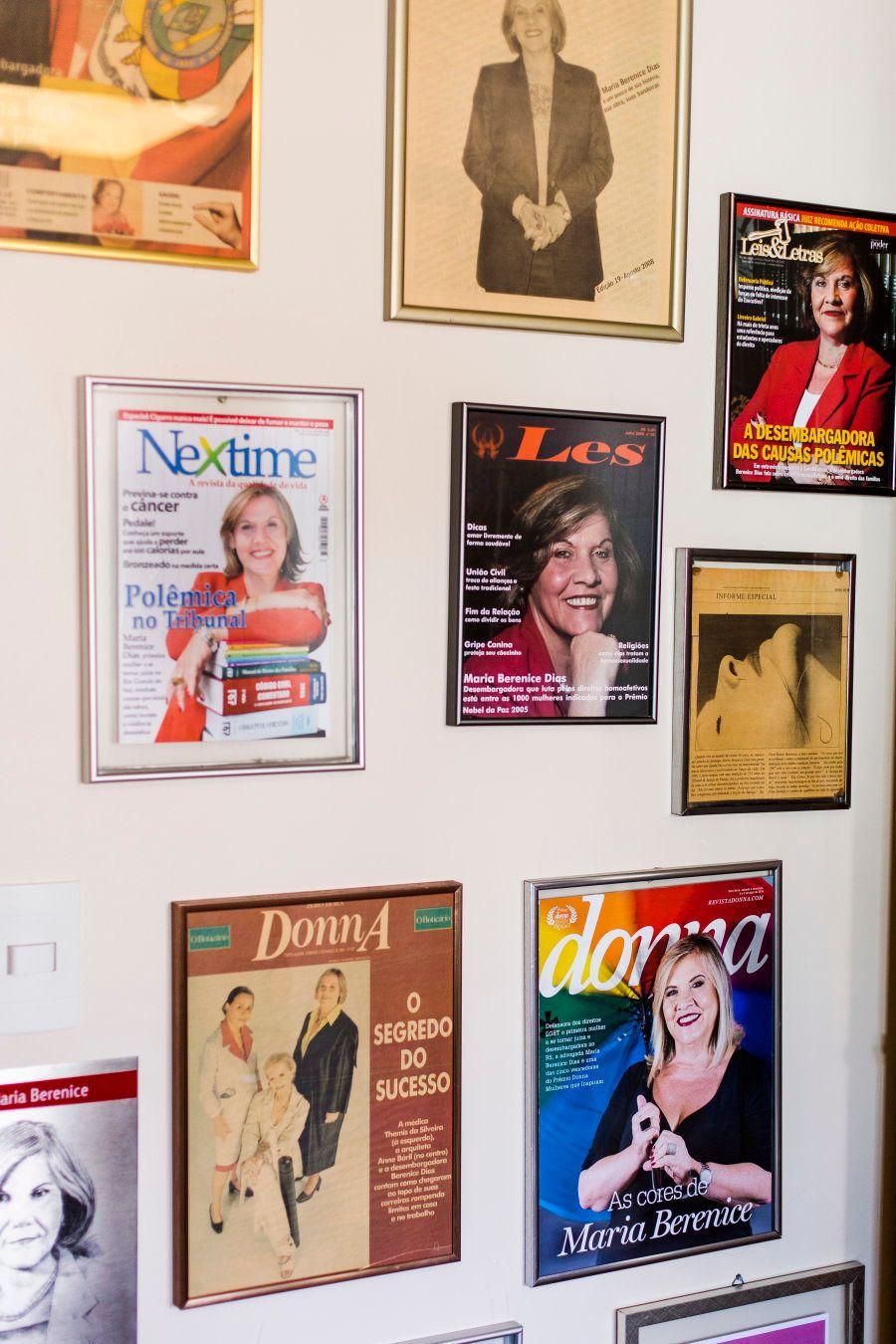 Sua trajetória ganhou prêmios, capas de revistas e jornais, como atestam as estantes e paredes do apartamento,...