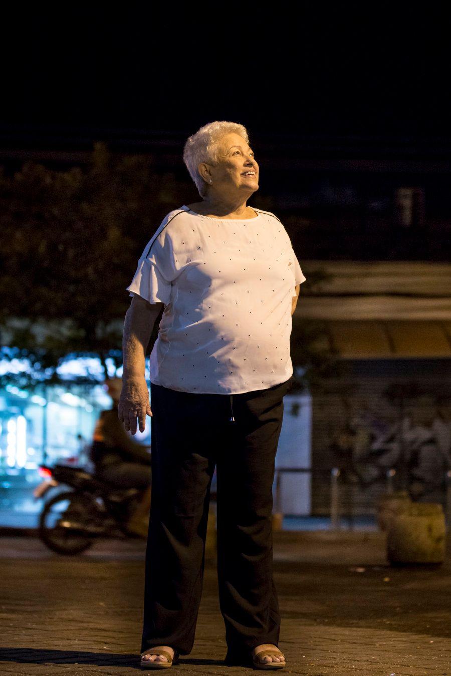 É em uma das calçadas de Jacarepaguá que a história de Eny