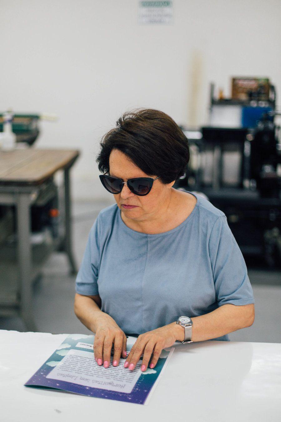 Regina Oliveira é coordenadora de revisão da Fundação Dorina Will para Cegos, em São