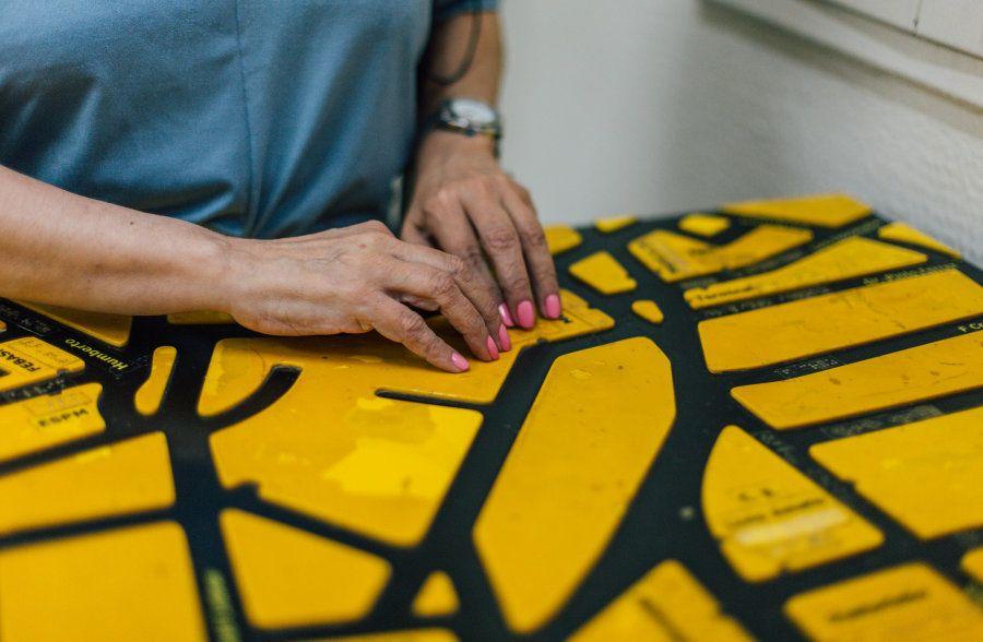 O braille é a linguagem que permite aos cegos a leitura e o contato com obras e clássicos da