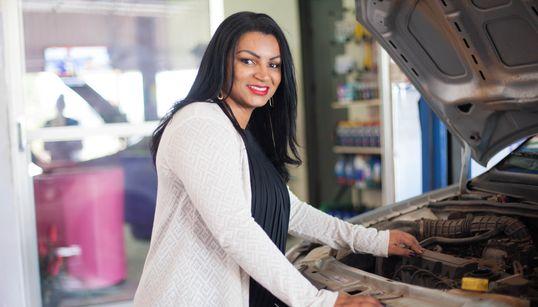 Agda Oliver, a mecânica que mostra qual é o lugar da mulher na