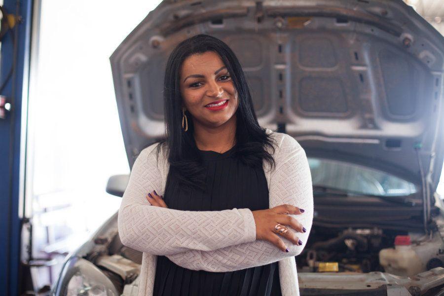 Não é fácil quebrar a cultura de que mulher não entende de carro e que seu lugar não é na