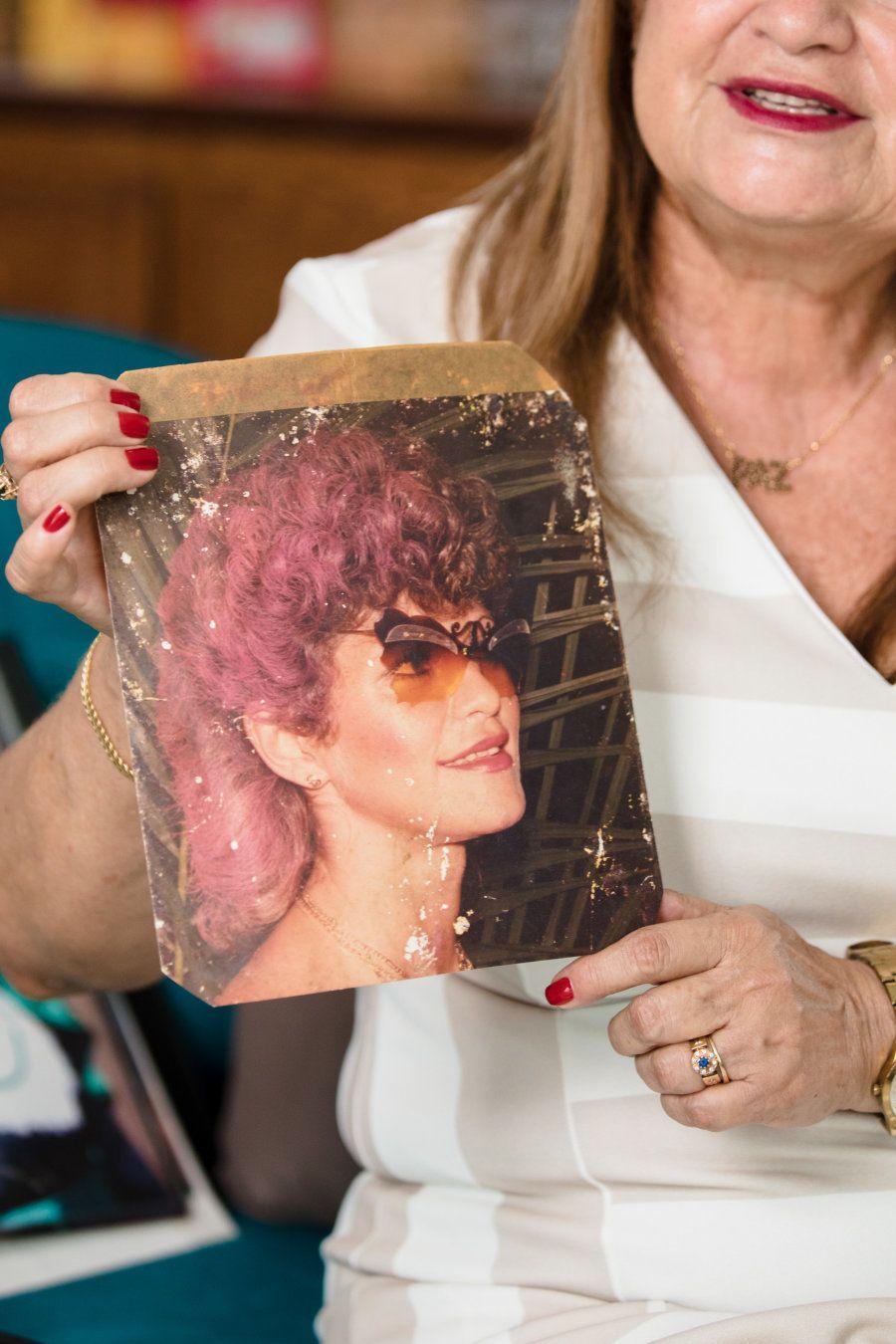 O cabelo rosa e os óculos em formato de borboleta: As tendências que Maria lançava em