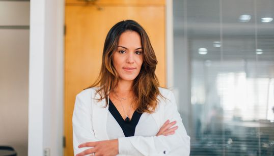 Preconceito, tratamento e maconha medicinal: A causa de Caroline