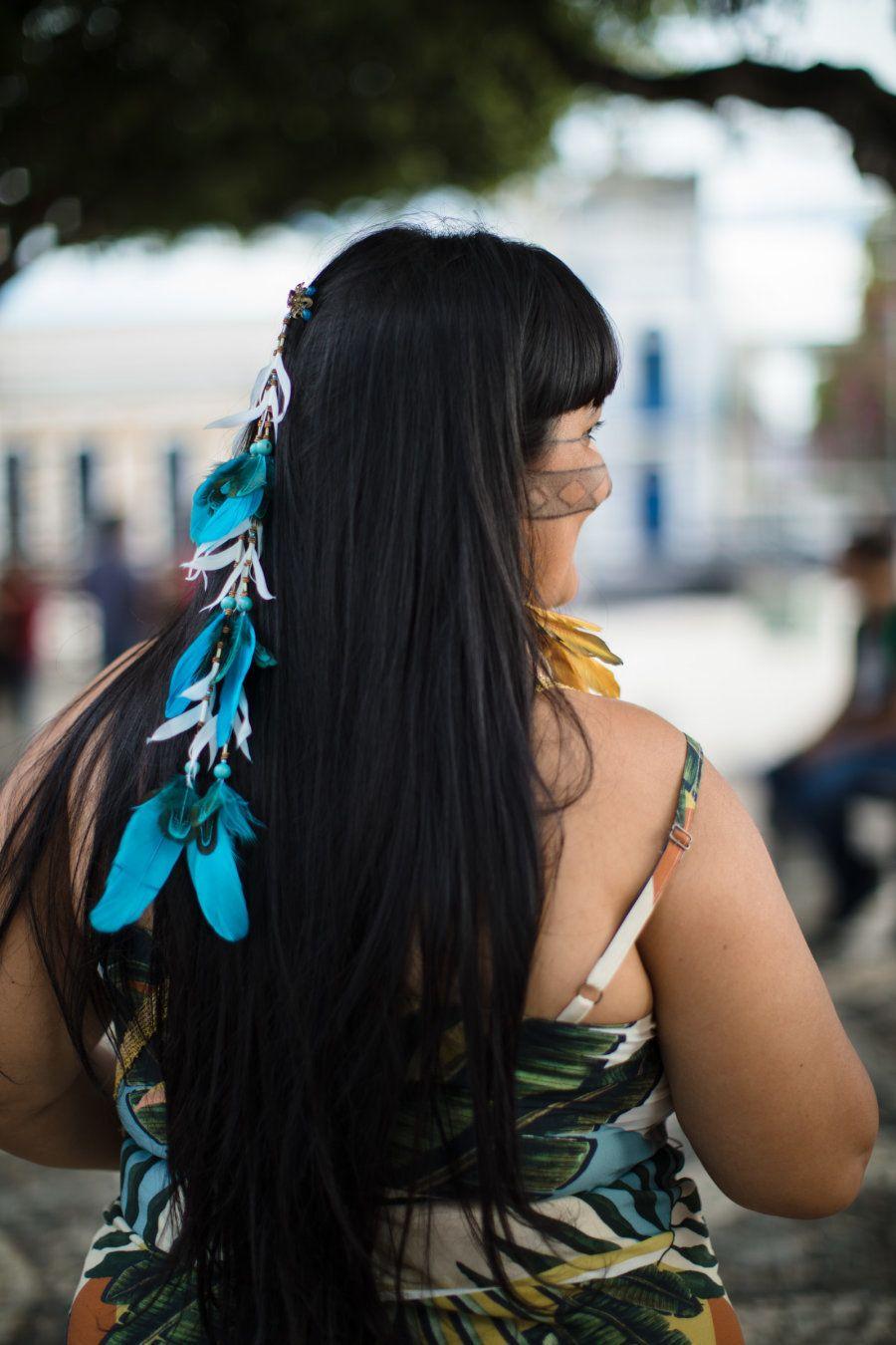 É dessa forma que ela tem conseguido levar informação às comunidades indígenas mais remotas. E ela quer...