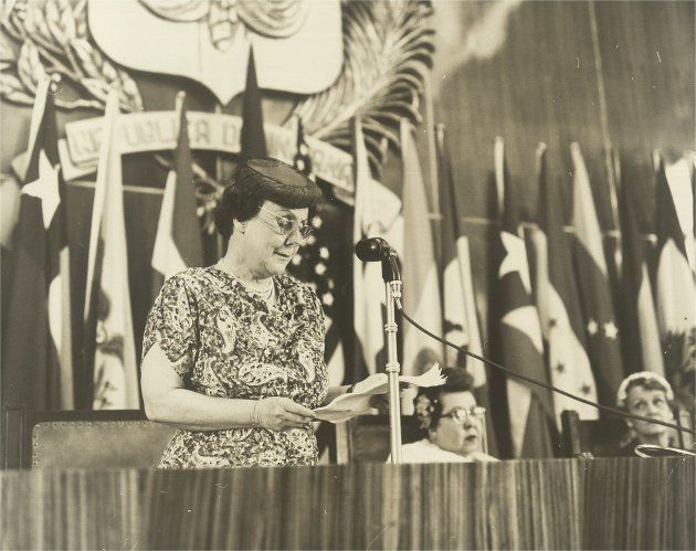 1956: Bertha Lutz discursa no encerramento da XI Assembleia da Comissão Interamericana de Mulheres, em...