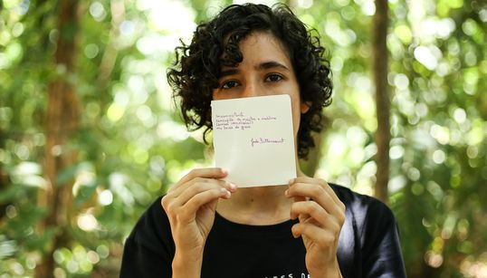 Jade Bittencourt, a poeta lésbica que declara seu amor às