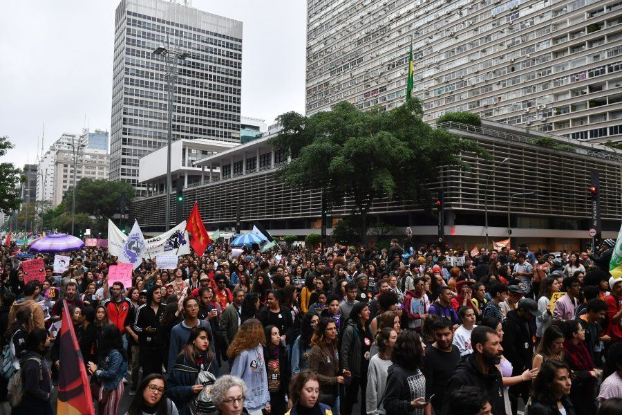 Manifestantes ocupam Avenida Paulista, em São Paulo, no sábado (6), em segundo ato #EleNão, organizado...