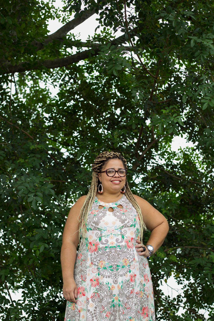 Ela criou associação 'Apadrinhe um Sorriso' para ajudar crianças da favela em que mora no Rio de