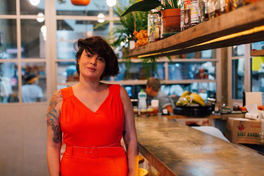 Antes de criar o projeto do restaurante, Cafira nunca tinha pensado em ser cozinheira. Trabalhou com...