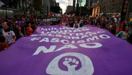 A uma semana da eleição, mulheres voltam às ruas em protesto contra
