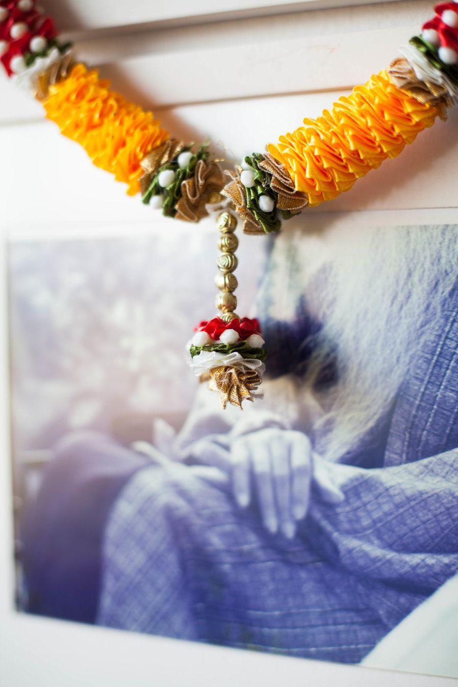 Na Índia, Mila conheceu Osho e se formou treinadora e professora de meditação. Assim, recebeu o nome...