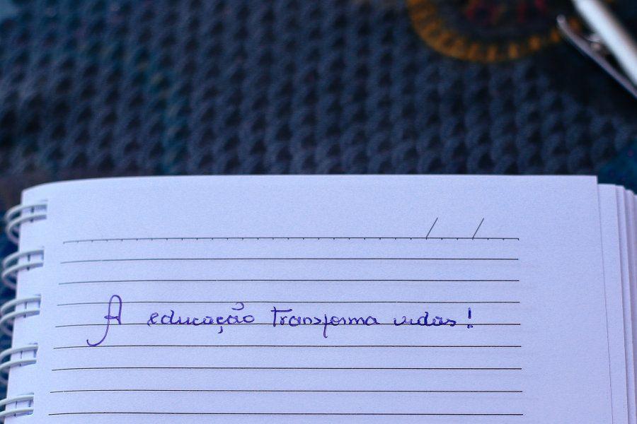 Durante entrevista ao HuffPost Brasil, a professora escolheu escrever uma frase que representa a sua