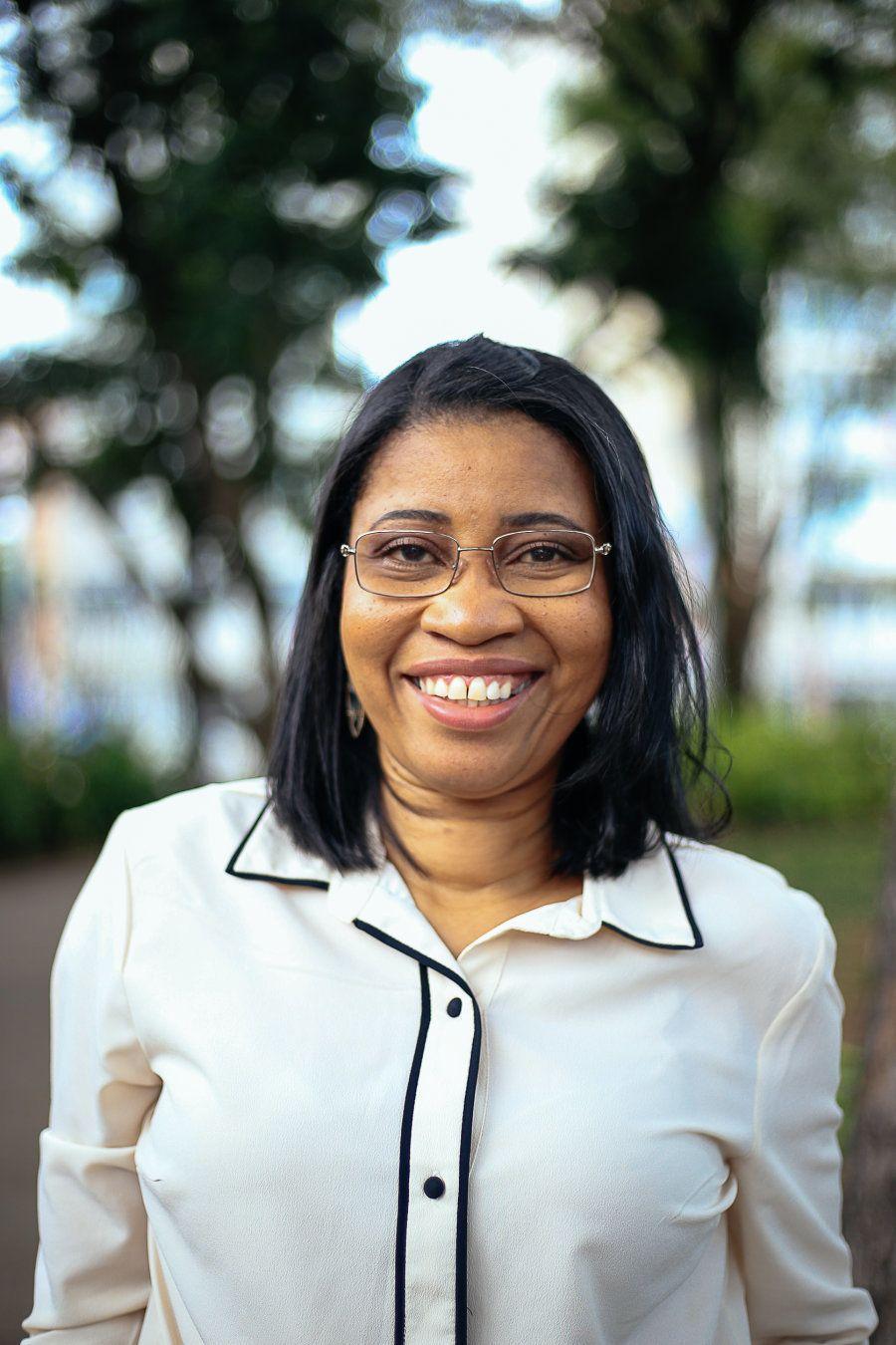 Em um dos projetos do SESI, quando engajada na alfabetização de jovens e adultos, ela deu aulas a operários...