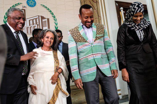Sahle-Work Zewde ao lado do primeiro-ministro etíope, Abiy