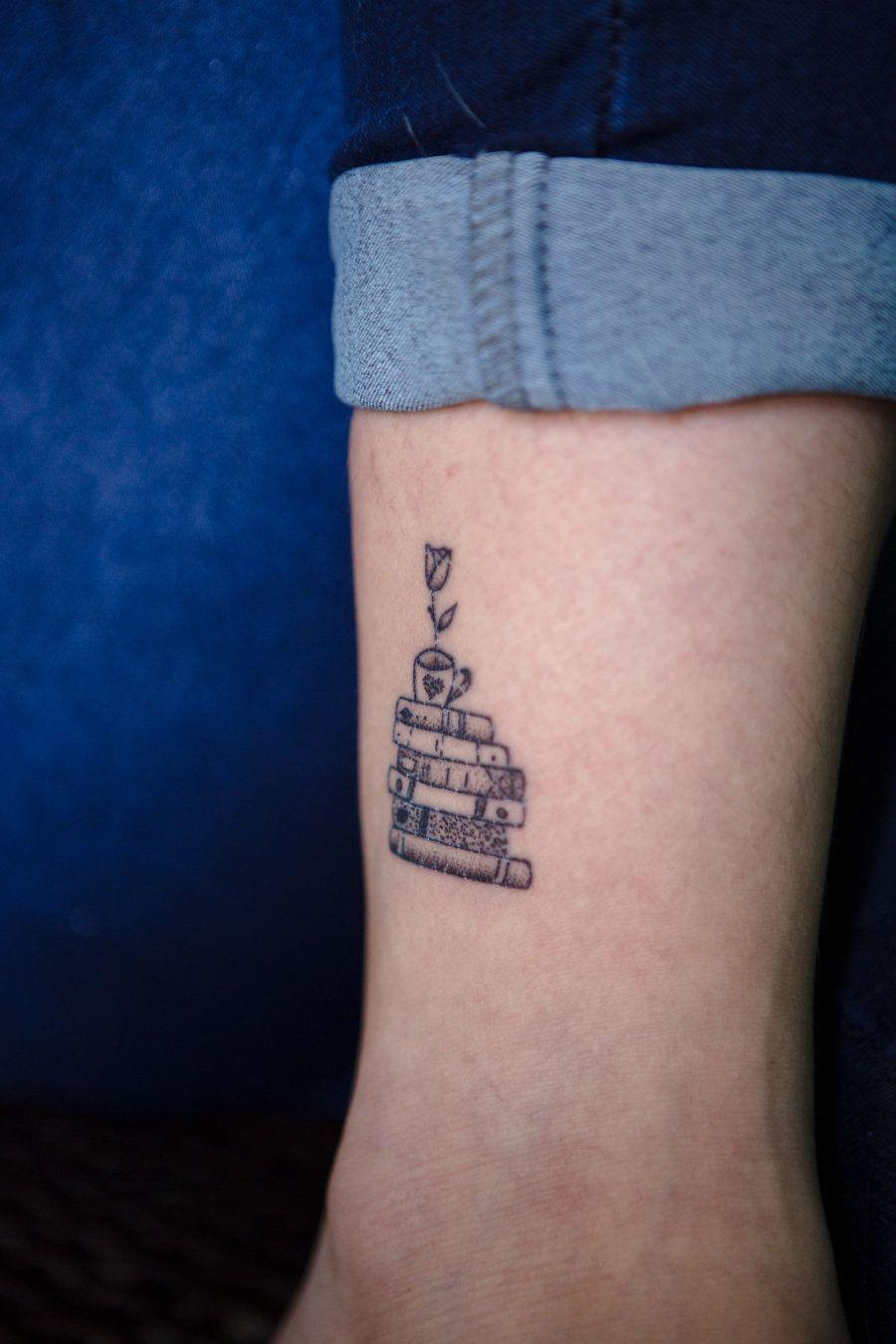A paixão por livros e café é tanta, que foi parar na