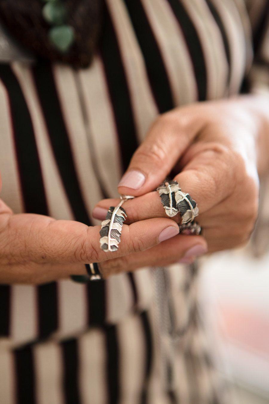 Para a designer de joias manauara, materiais que iriam para o descarte valem ouro -- e também