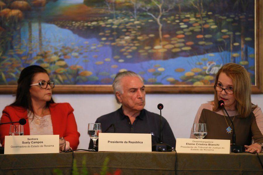 Suely Campos, governadora de Roraima, o presidente Michel Temer e Elaine Cristina, desembargadora do...