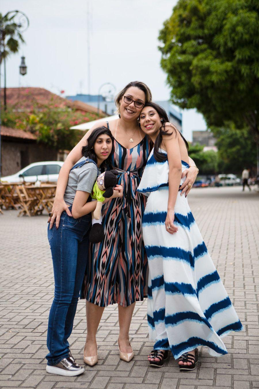A história da Viviane e as duas filhas ganhou vez em Manaus e no restante do Paísem 2015, durante o surto...