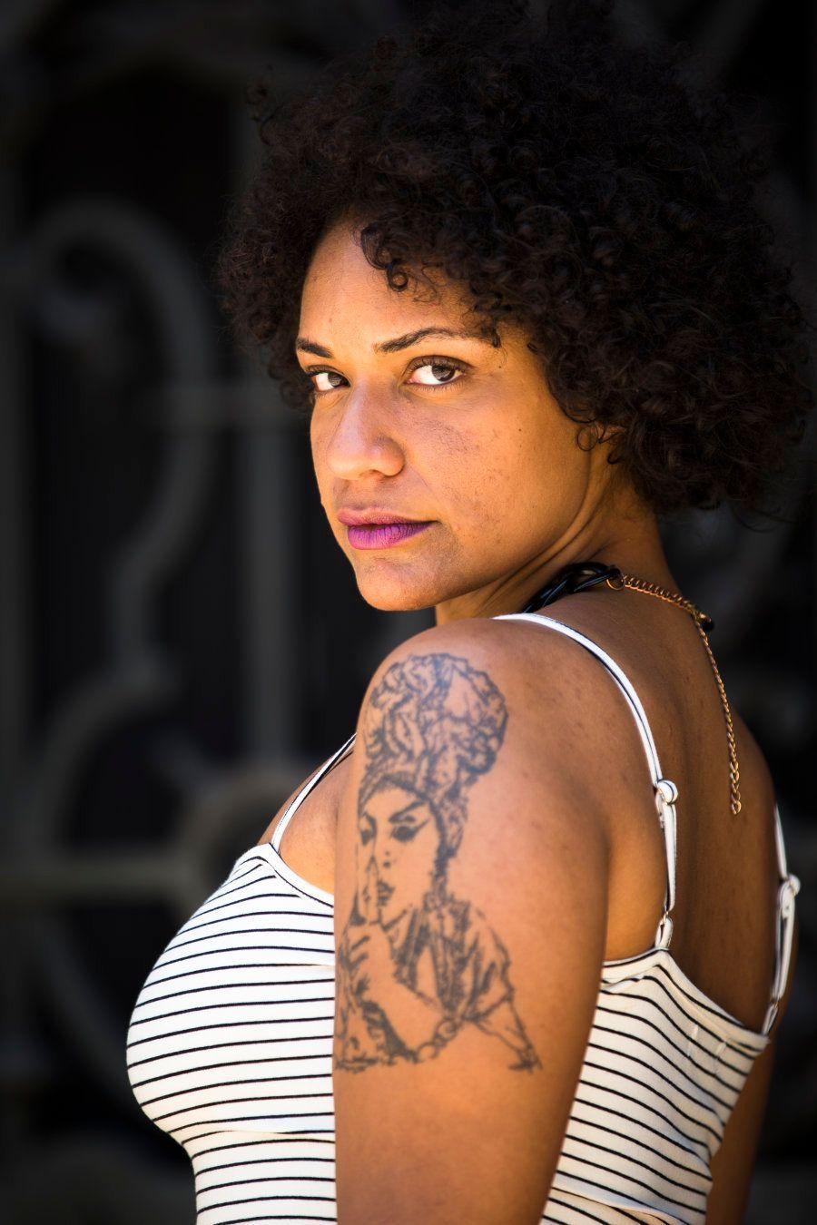 A tatuagem que leva no braço esquerdo é reflexo do amor antigo que sente pela
