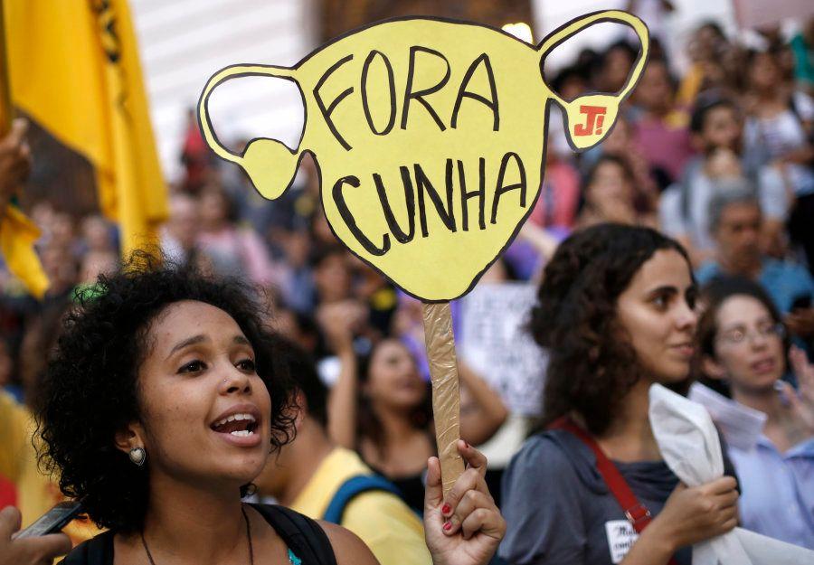 Em 2015, uma onda de protestos tomou o Brasil contra o PL 5069, que visava restringir o atendimento médico...
