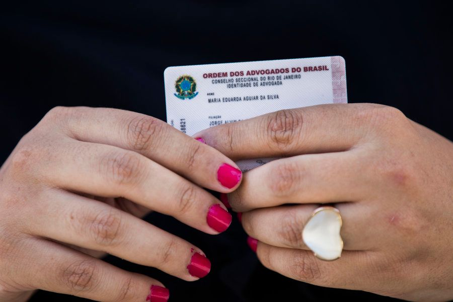 Além da retificação na carteira, Maria Eduarda também enfrentou problemas nos registros online dos tribunais...
