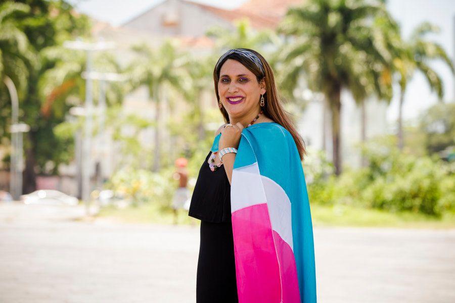 Maria Eduarda também atua em ONGs, principalmente no Grupo Pela Vidda, da qual é