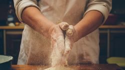 Psicólogos explicam os benefícios de se fazer bolos, biscoitos ou pães para outras