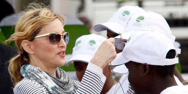Madonna em cerimônia de sua fundação, a Raising Malawi, em
