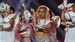 Criticaram o corpo de Lady Gaga durante o Super Bowl. Ela rebateu com uma mensagem