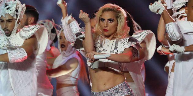 Lady Gaga em seu show especial no Super
