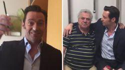 Hugh Jackman se encontra com dublador, prova caipirinha e se anima com
