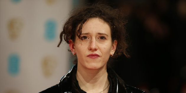 Mica Levi no tapete vermelho do BAFTA (British Academy Film Awards) no Royal Opera House em London