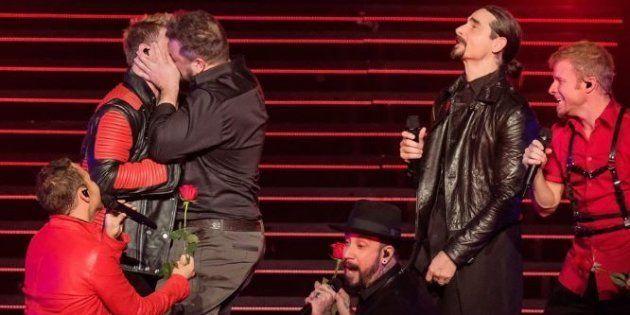 Backstreet Boys, N 'Sync e o beijo que 'derrubou' Nick