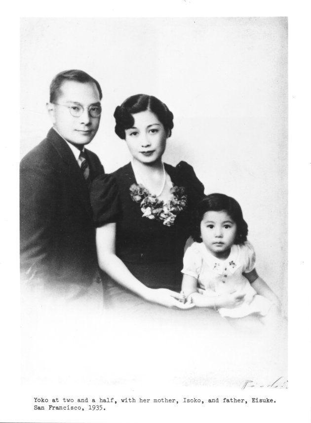 Foto de 1953 com Yoko, o pai, Eisuke e a mãe, Isoko em São Francisco, nos